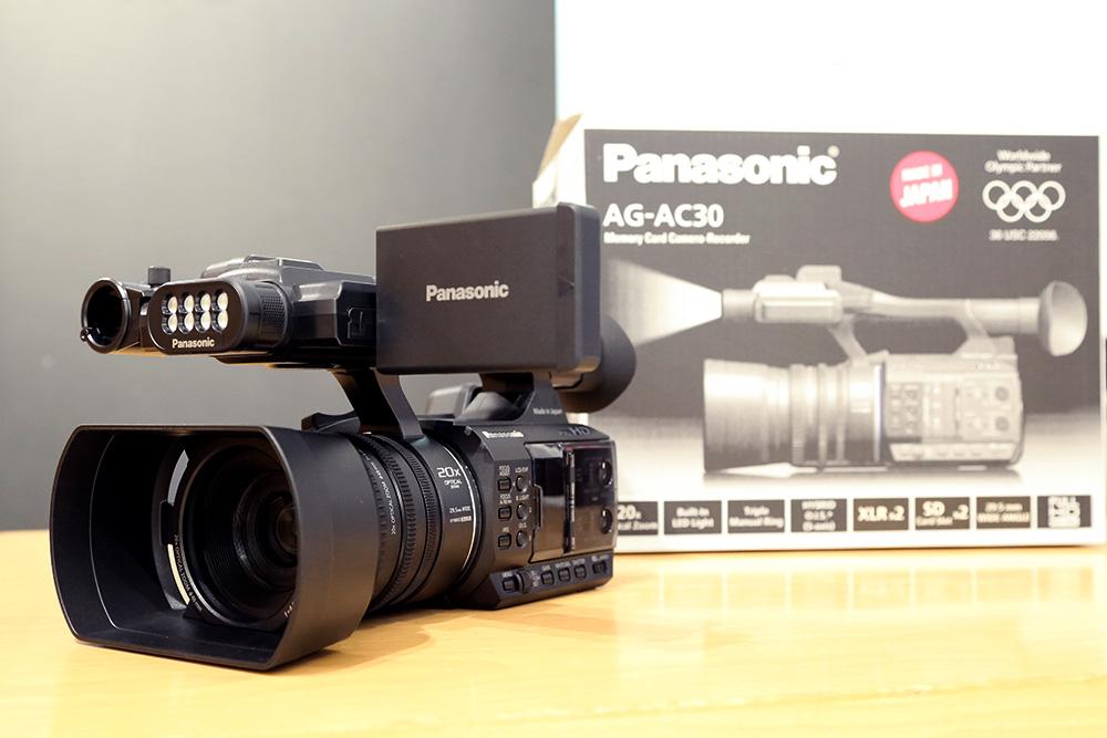 【在庫あり!】プロ仕様でもお手頃価格。パナソニックHDカメラAG-AC30発売開始!