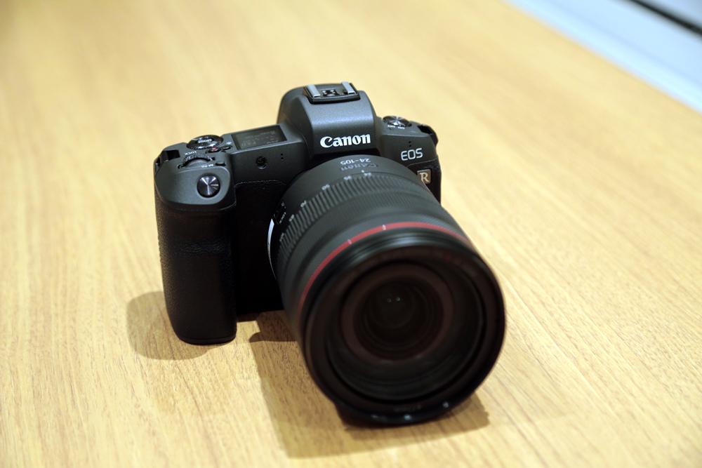 キヤノンのフルサイズセンサー搭載ミラーレスカメラ「EOS R」発表! ただいま予約受付中です!